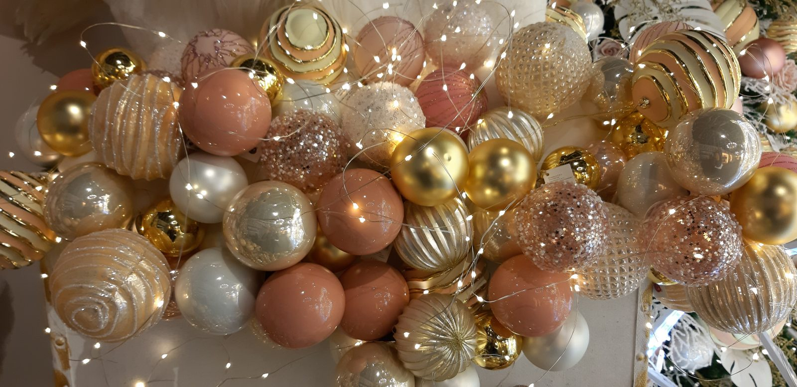 Addobbi Natalizi Rosa.Pink Magic Xmas Un Natale In Rosa Natale Agribrianza